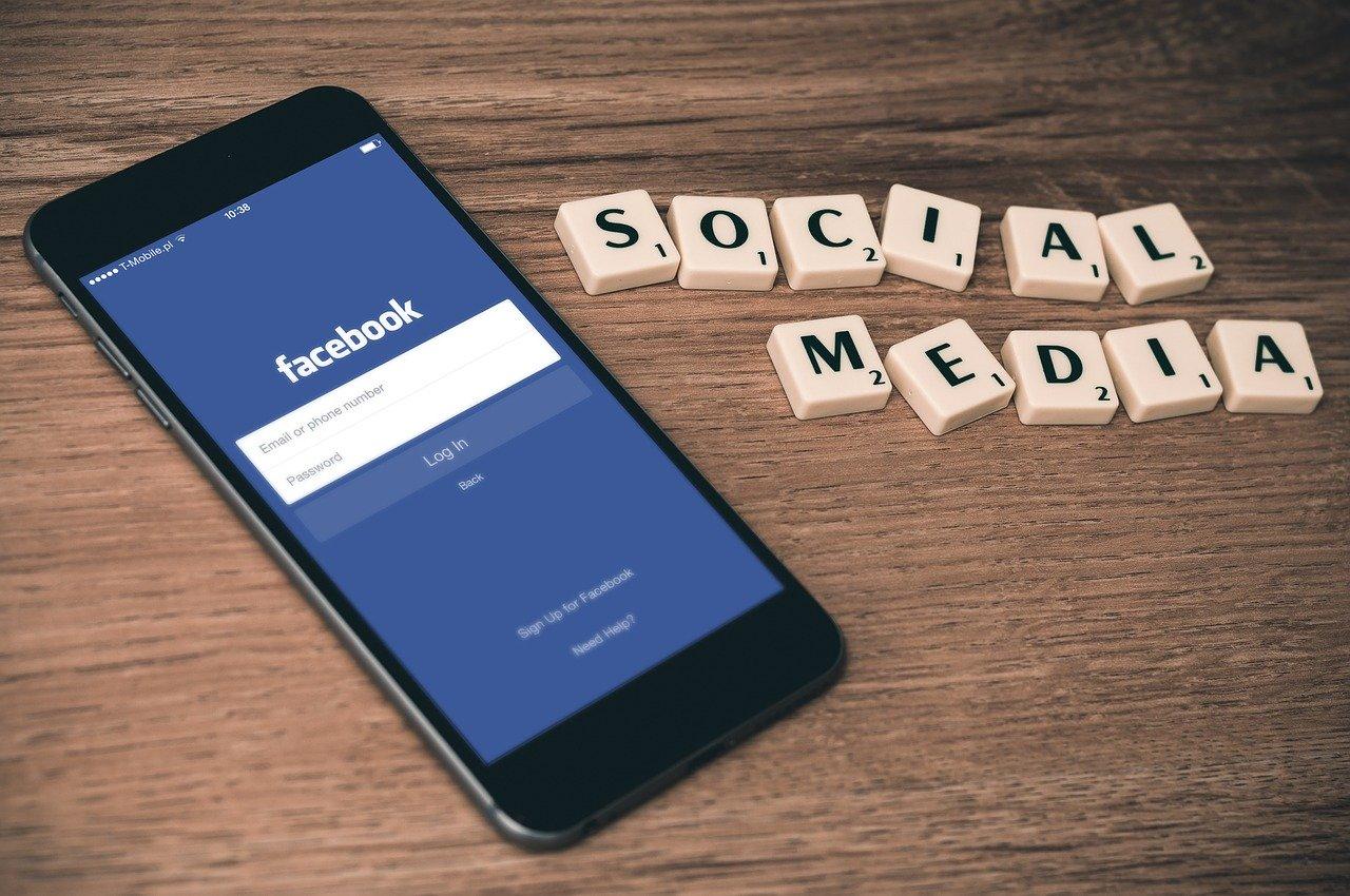 Facebook 広告ライブラリ