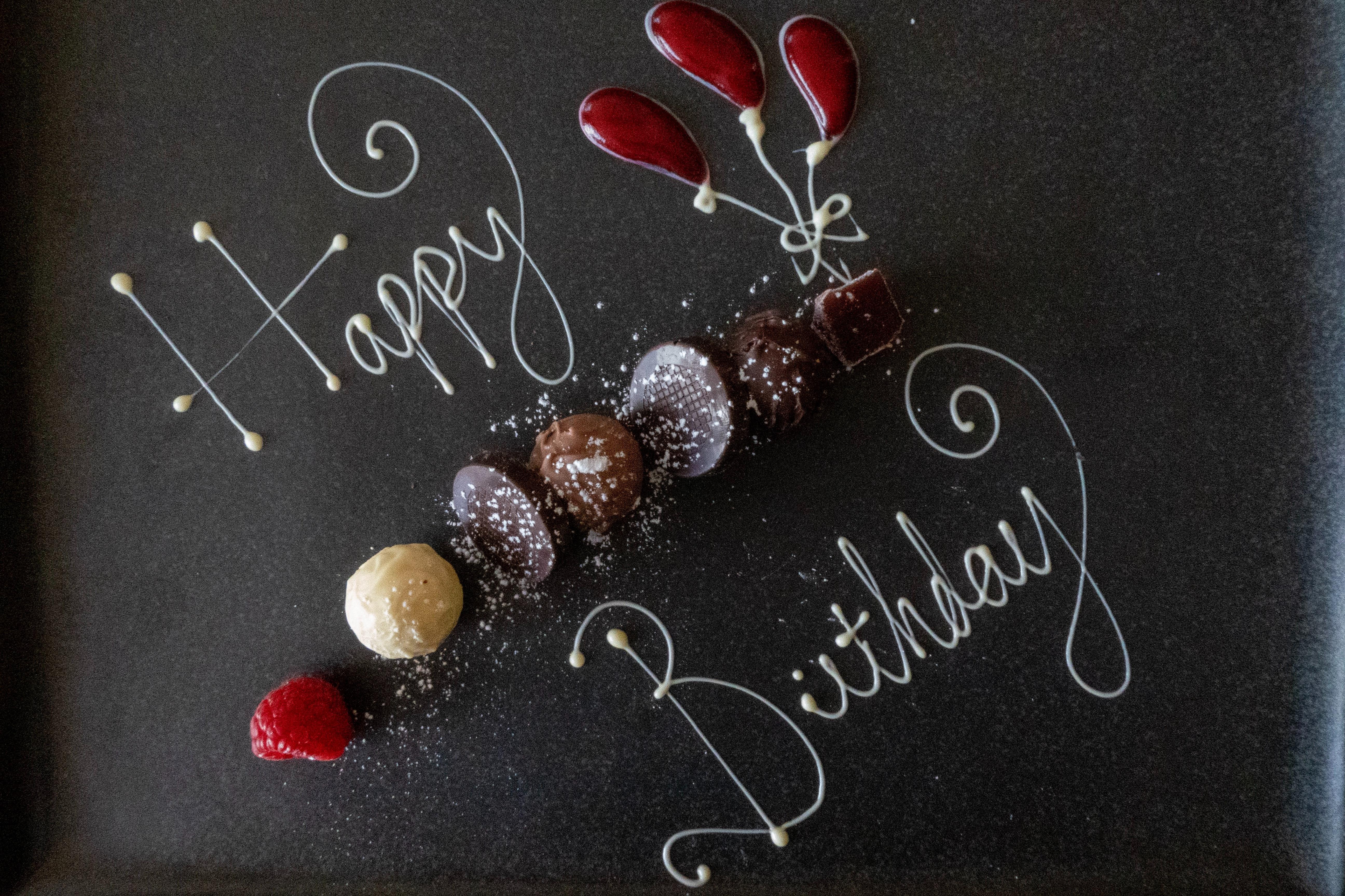 【無料あり】誕生日のお祝い動画に使える素材サイトまとめ