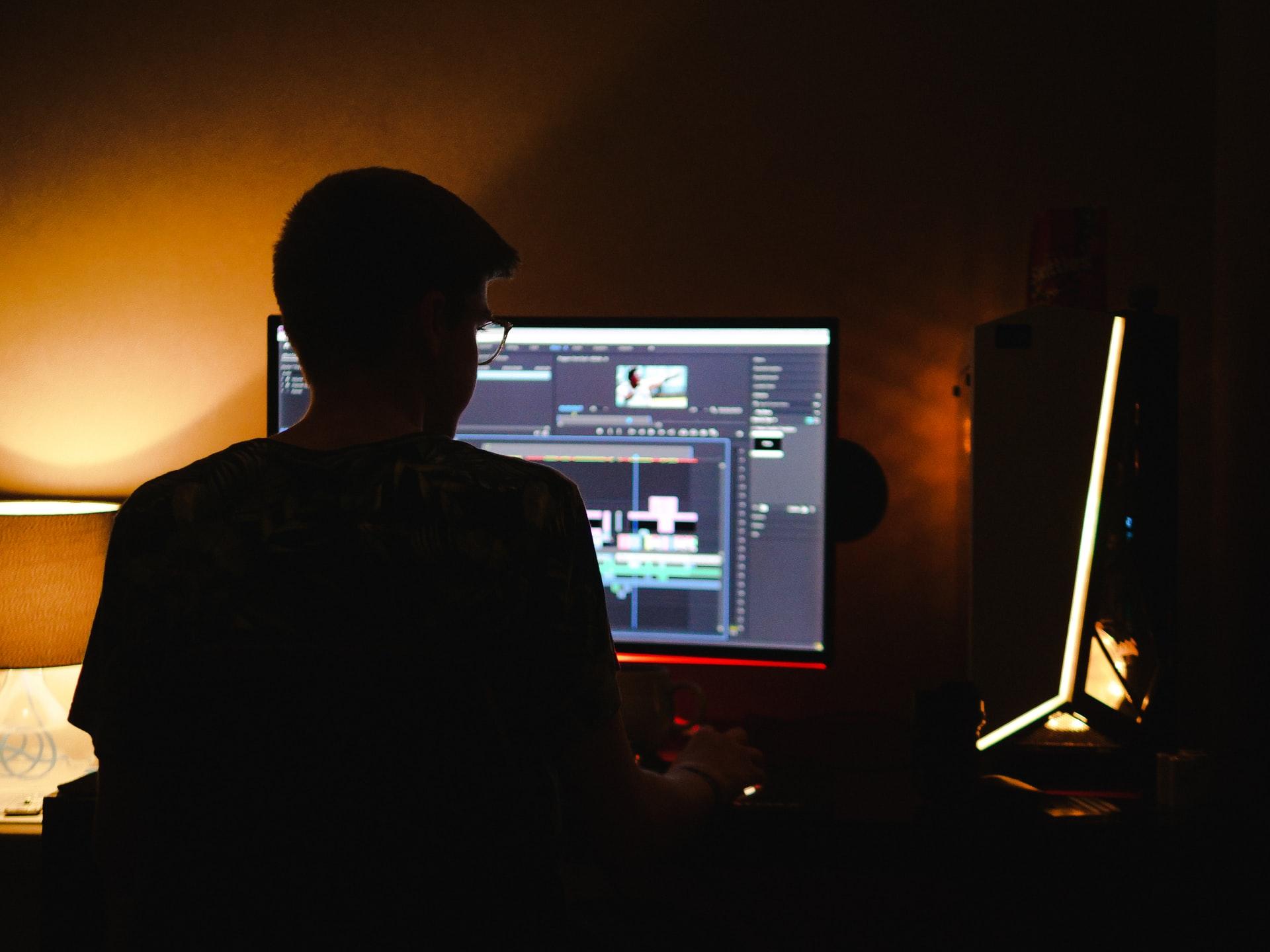 専用ソフトを使って動画編集する