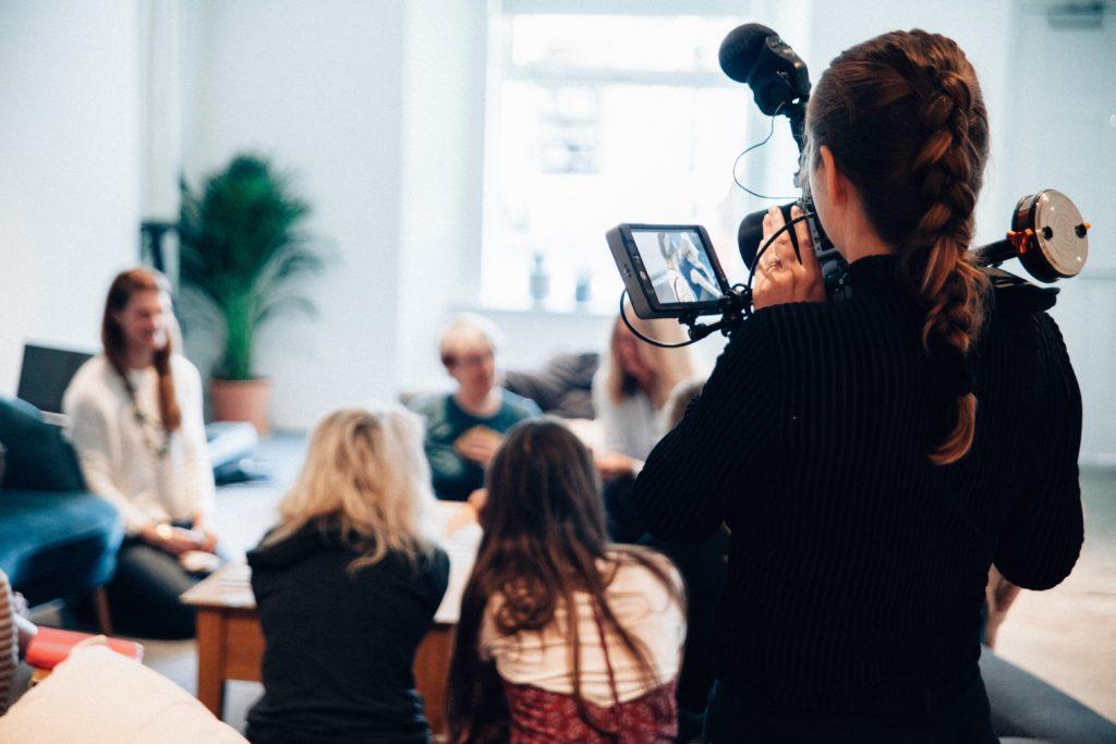 インタビュー動画の活用パターン