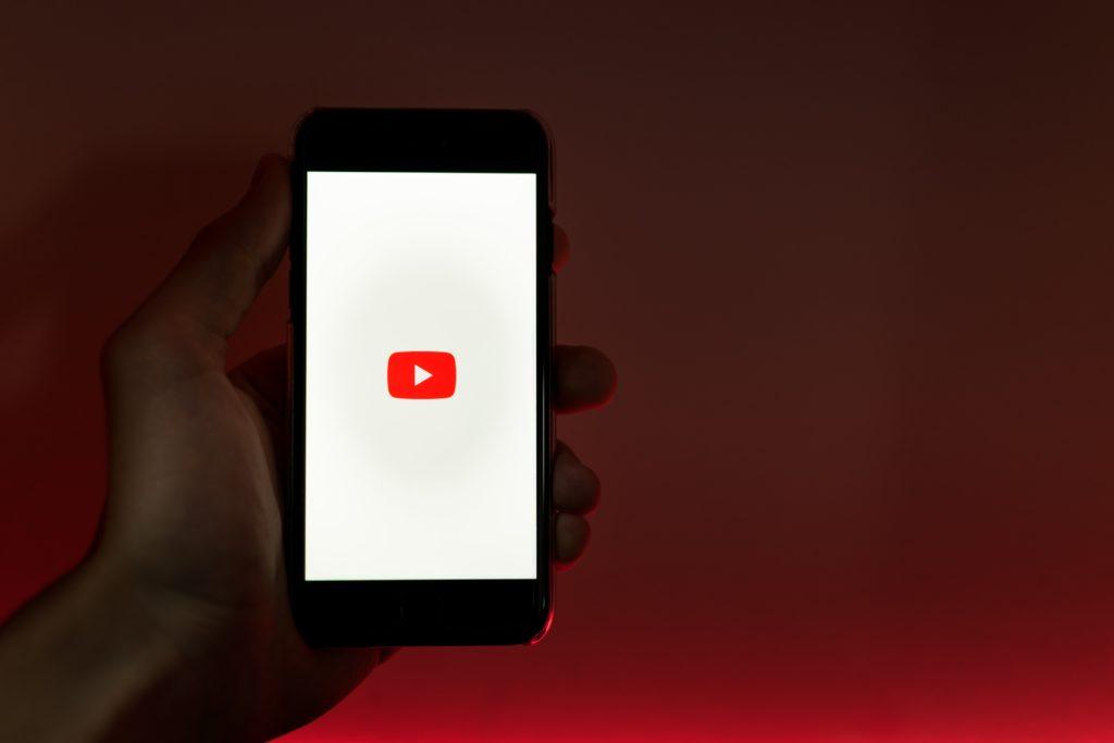 FacebookにYouTube動画を埋め込むには?